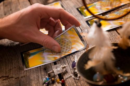 Tarot: Foto: © Monika_Wisniewska / shutterstock / #365616860